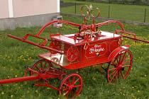 Koňská stříkačka z roku 1893 prošla v Dlouhém náročnou rekonstrukcí.