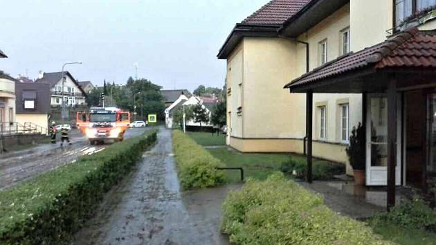 Hasiči vyjížděli ve středu na Žďársku kvůli bouřce k více než šedesáti zásahům