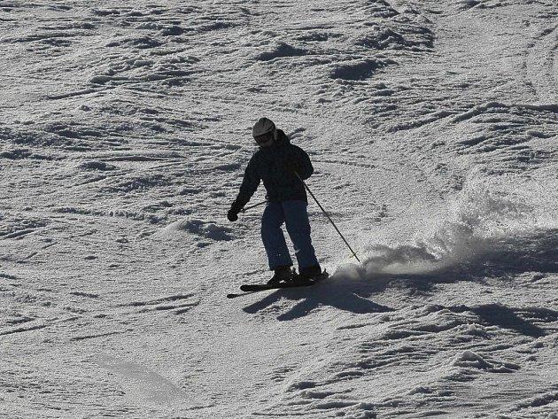 O lyžování v březnu už není mezi lyžaři velký zájem.