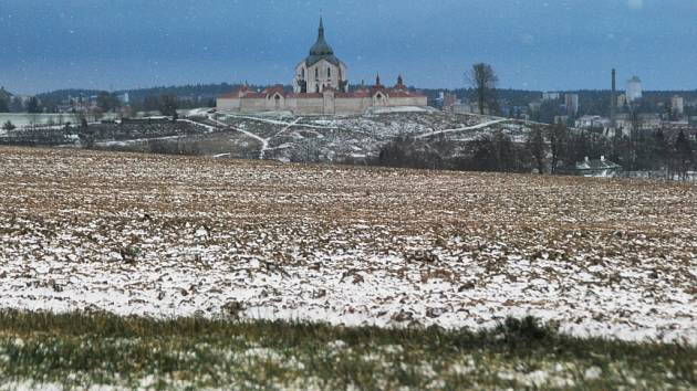 První sníh ve Žďáře nad Sázavou 25. listopadu 2013.