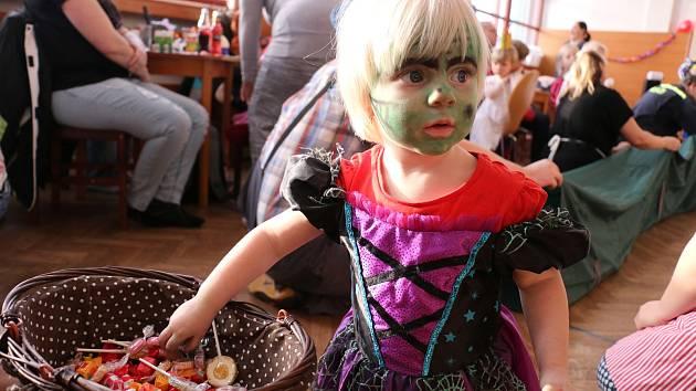 Na dětský karneval přišel i kouzelník
