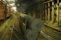 Bývalý horník si trhavinu i rozbušky, o které ho požádal jeho spolupachatel, obstaral na pracovišti. Po odhalení krádeže v uranovém dole v Dolní Rožínce zavedli podstatně přísnější kontrolu tohoto materiálu.