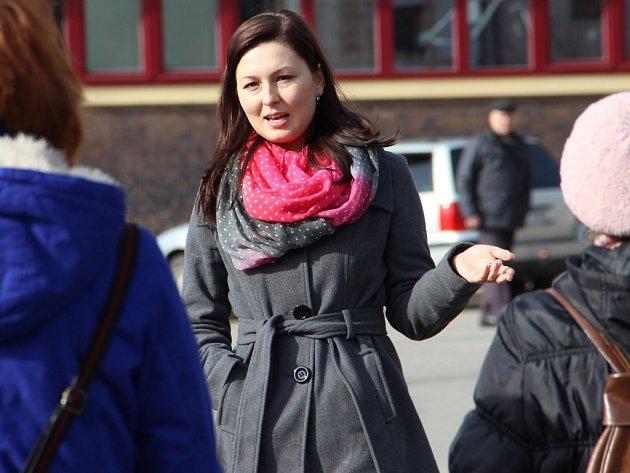 Průvodkyně Marie Měcháčková seznamuje veřejnost s historií Nového Města při Komentované prohlídce.