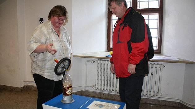 V Regionálním muzeu města Žďáru nad Sázavou vznikla technická dílna. Veřejnost má v rámci výstavy Nebojte se fyziky přísný příkaz dotýkat se exponátů. Činit tak mohou až do 18. března.