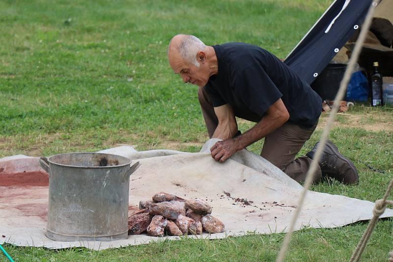 Kov a jídlo se na Farských humnech prolínaly na každém kroku. Bavili se tam malí i velcí.