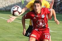 V dresu Rosic si Jan Nedvěd (ve žlutém dresu) zahrál také pohárový duel proti Sigmě Olomouc.