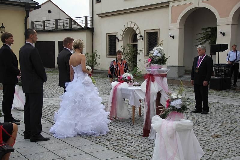 V Novém Městě se mohou snoubenci nechat oddat i na nádvoří někdejšího zámku.