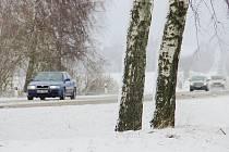 První vydatné sněžení zimy 2017/2018 prověřilo řidiče na Vysočině v neděli 19. listopadu. Na silnicích od rána ležela několikacentimetrová vrstva rozbředlého sněhu. Všechny hlavní tahy ale zůstaly sjízdné.