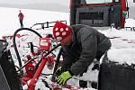 Na běžecké trasy v okolí Žďáru nad Sázavou vyrazilo v sobotu navzdory sněžení množství nadšených lyžařů. Na snímku je Josef Holemář, hlavní hnací motor údržby žďárských stop.