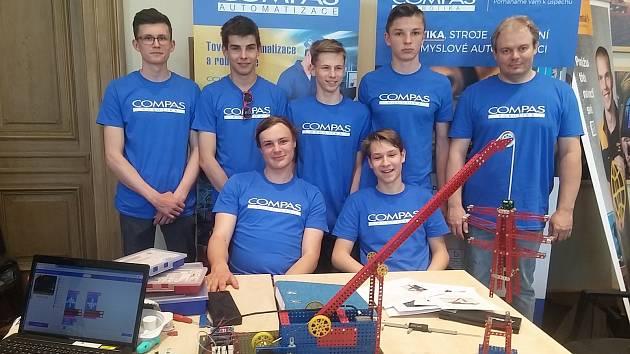 Žďárští studenti a školáci reprezentovali Vysočinu v technické soutěž