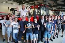 Asi tři desítky studentů se podílely na repasi Zetoru 6520, který se díky nim stal výstavním exponátem.