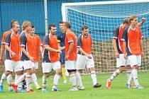 Fotbalisté Nové Vsi zatím bodují pouze venku. V nedělním domácím zápase s Polnou rozhodl o jejich prohře 0:3 nevydařený první poločas.
