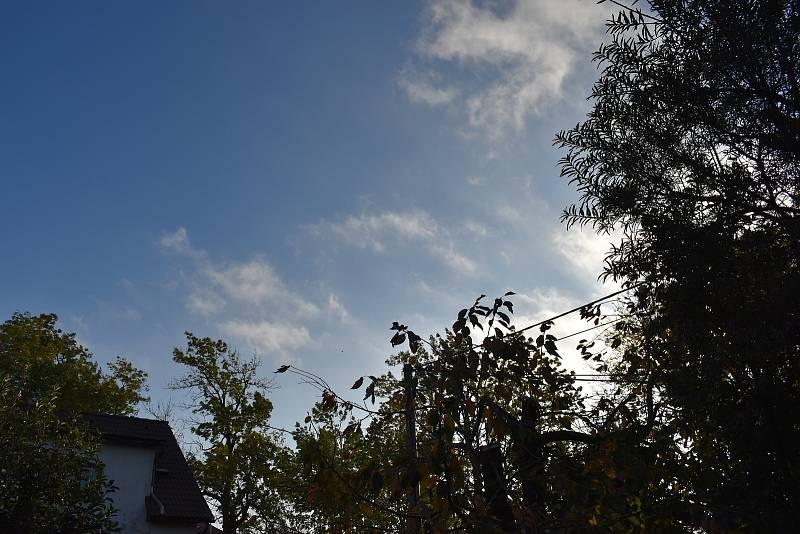 Rychle letící oblaka pozorovali lidé ve Žďárských vrších.