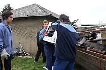 Členové Sboru dobrovolných hasičů Rokytno sbírají staré železo pravidelně už patnáct let,