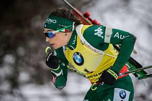 Dorothea Wiererová v závod s hromadným startem na 12,5 km žen v rámci Světového poháru v biatlonu.