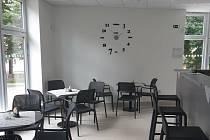 Občerstvení ve sportovní hale je určeno i pro širokou veřejnost, protože je tam také samostatný vstup zvenku.
