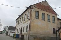 Ve staré patrové budově školy by mohla už za pár let sídlit školka.