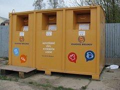 Do kontejnerů na použité oblečení mohou občané vkládat nejen použitý textil, ale také nositelnou obuv a funkční hračky.