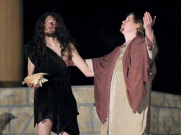 Tradiční pašijovou hru s názvem Co se stalo s Ježíšem? mohly sledovat stovky diváků v přírodním areálu ve žďárské čtvrti Libušín.