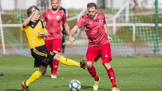 Z tábora fotbalistů Bystřice (v červeném) i Ždírce (ve žluto-černém) zaznívají souhlasné hlasy s případnými šestnácti jarními koly.