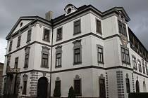 Muzeum je umístěno v prostorách velkomeziříčského zámku.