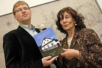 V Horáckém muzeu v Novém Městě na Moravě se křtila kniha Věry Kovářů a Jana Kuči s názvem Venkovské stavby na Moravském Horácku.
