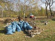 V Hliníkách byla dříve také skládka - vysbíráno odtud nyní bylo několik pytlů odpadků všeho druhu.