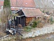 Nevychladlý popel způsobil požár zahradní chatky v Novém Veselí.