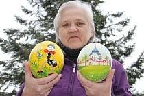 Nevšední kraslice maluje pro letošní Velikonoce Václava Doležalová ze Žďáru nad Sázavou