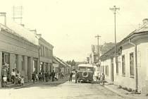 Na výstavě ve svrateckém muzeu si budou od neděle moci příchozí prohlédnout, jak vypadala například ulice Palackého v době první republiky.