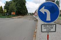 Řidiči si přes léto musí zvyknout na dopravní omezení.