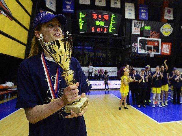 Kapitánka USK Praha Eva Vítečková letos vybojovala svůj čtrnáctý mistrovský titul. Post Basketbalistky roku v pátek obhájila popáté v řadě.