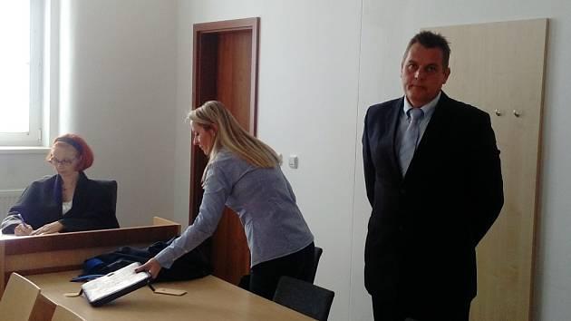 Námořník Zdeněk Šustr má v souvislosti s jachtařením na Jadranu podmínku. Klientům musí vrátit stovky tisíc korun anesmí podnikat.