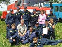 Členové pikáreckého sboru se mimo jiné účastní různých hasičských soutěží (na snímku z roku 2006).