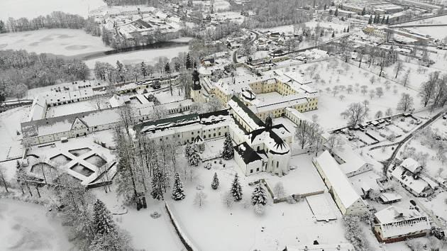 Fascinující podívaná. Letecké snímky Santiniho stavby pohledem fotografa. Foto: Michal Mašek