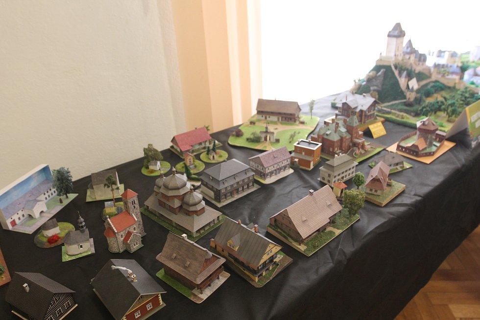 Na své si na výstavě přišli i příznivci modelů budov.