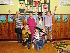 Na fotografii jsou žáci ze Základní školy v Pohledci. První třída paní učitelky Marie Kučerové. Příště představíme prvňáčky ze ZŠ ve Strážku.