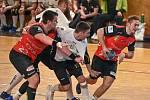 V posledním utkání letošního extraligového ročníku zdolali házenkáři Nového Veselí (v červených dresech) Maloměřice 30:25.
