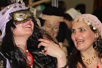 Rozsošské masopustní veselí se na rozdíl od řady ostatních obcí nekoná o víkendu, ale přesně podle tradic o masopustním úterý. V kulturním sále se letos při večerní zábavě představily desítky rozličných masek a panovala uvolněná nálada.