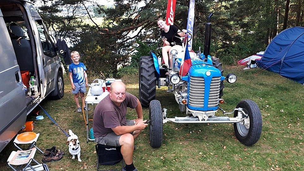 Na svém traktoru Zetor vyrazil tentokrát škrdlovický cestovatel Martin Havelka do Švédska. Na cestách mu dalo zabrat hlavně nekončící horko.
