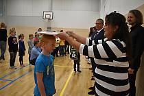Děti se na svůj první školní den těšily.