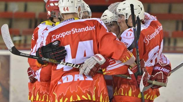 Do prodloužení dovedli obě svá víkendová utkání žďárští hokejisté. V Děčíně v nastavení domácím podlehli, chuť si poté spravili doma proti Nymburku.