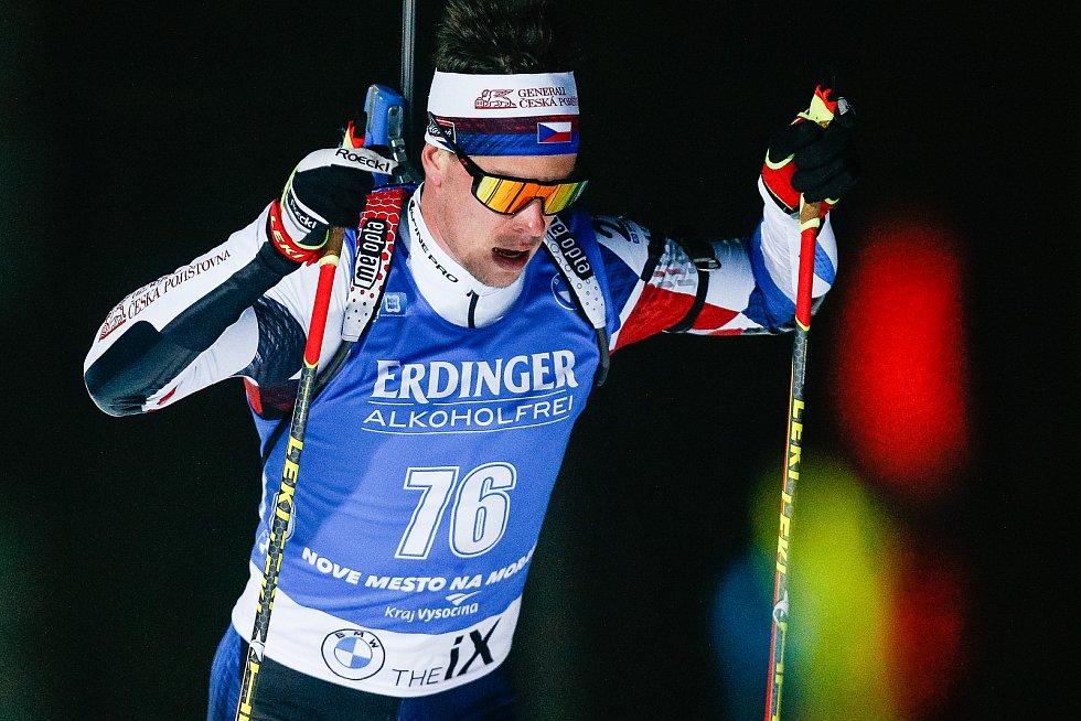 Mikuláš Karlík v závodu Světového poháru v biatlonu v závodu sprintu mužů na 10 km.