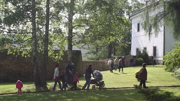 Rodina Kinských opět po roce otevřela veřejnosti soukromé prostory zahrad, návštěvníci si mohli prohlédnout i Baziliku minor, zámeckou školu, všechny expozicie a hasiši uspořádali výstavu své techniky.