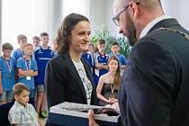 Martina Sáblíková dostala dar od města Žďár nad Sázavou, jako poděkování za reprezentaci.