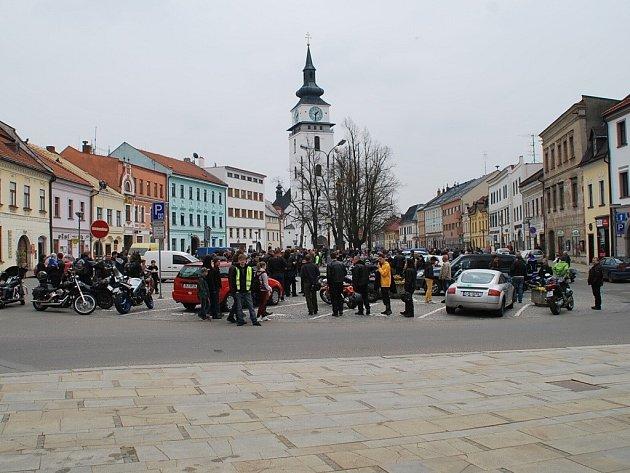 Na Náměstí ve Velkém Meziříčí a v přilehlých ulicích je celkem 242 parkovacích míst.