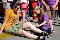 Nejmladší účastnice okresního kola Soutěže mladých zdravotníků Eliška Bublánová ze Základní školy Měřín dokázala rozhodčím, že zdravověda jí nedělá problémy.