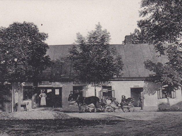 K historickému snímku je vždy přiřazena nová, aktuální fotografie stejného místa.