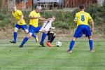 O bronzové příčce pro fotbalisty Velké Bíteše (ve žlutých dresech) musel v jejich souboji se Zbraslaví rozhodnout až penaltový rozstřel.