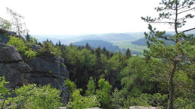 Jarní výhledy z Prosičky a krajina kolem ní.